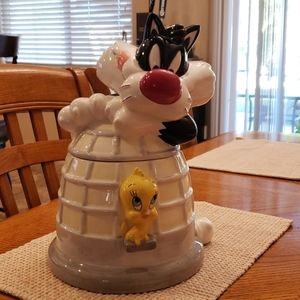 Sylvester and tweety cookie jar